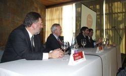 Xavier Sabater, director de negocis de l'àrea del Maresme de La Caixa; Miquel Valls, president de la Cambra de Barcelona; el conferenciant Ferran Ramón-Cortes i Jordi Ferrer, nou president de la Delegació del Maresme de la Cambra.