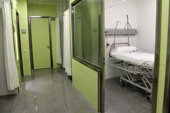 Un box d'urgències de l'Hospital de Mataró.