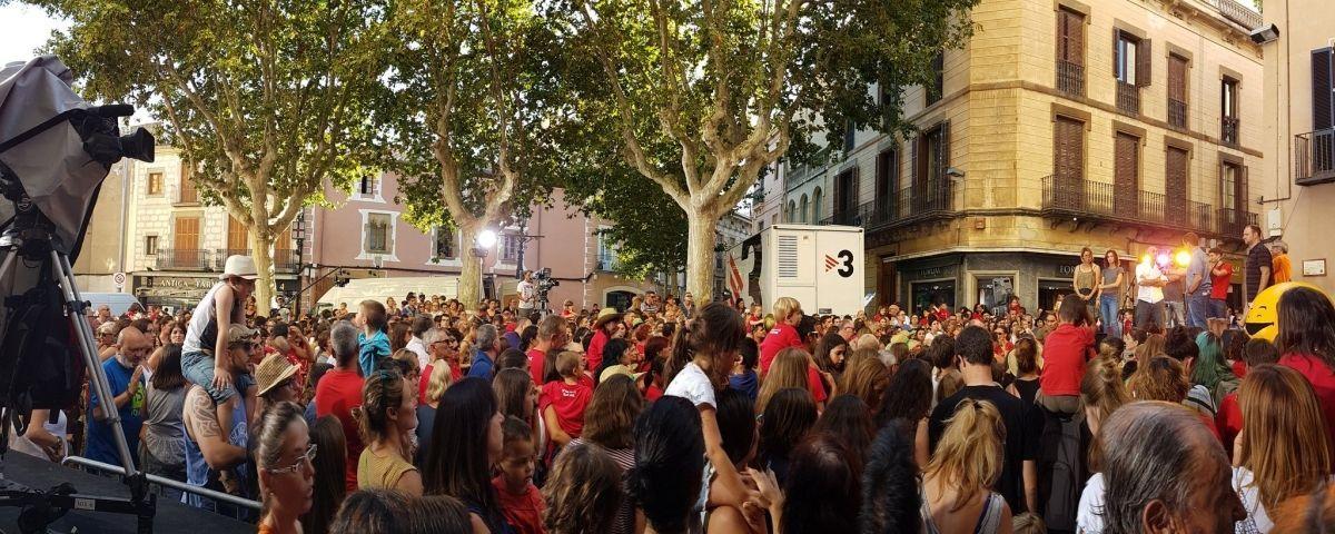 La plaça, plena a vessar. Foto: Cedida per Oriol Drudis