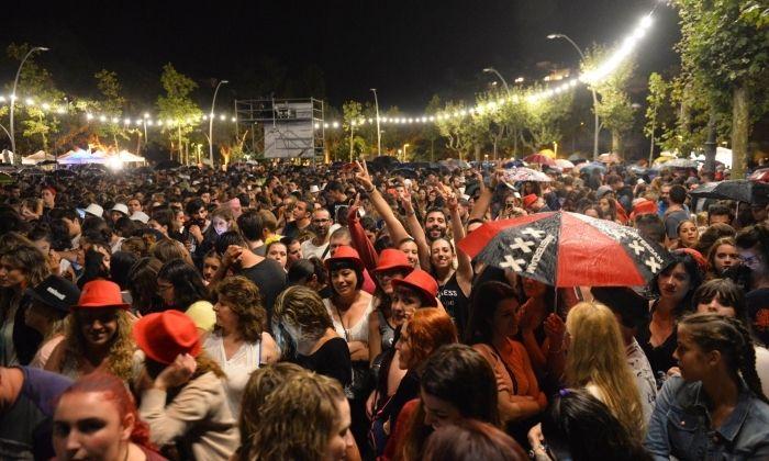 Paraigues entre el públic del concert de Melendi. Foto: R. G.