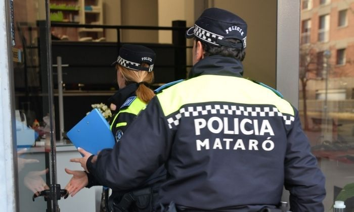 Dos agents de la Policia Local de Mataró. Foto: R. Gallofré