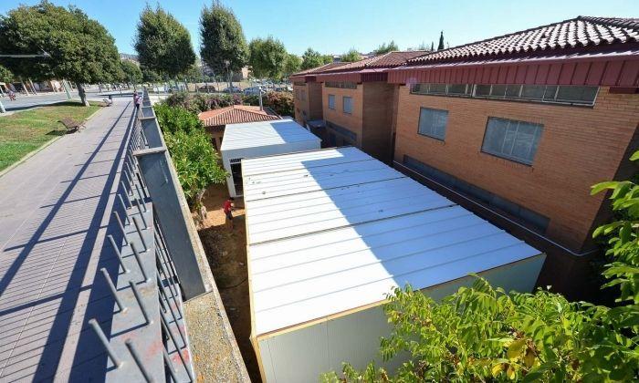 Els nous barracons a l'institut Thos i Codina. Foto: R.Gallofré