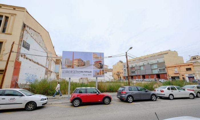 Solar on s'ha de reconstruir Can Fàbregas per acollir-hi la Casa de la Cultura Popular. Foto: R. Gallofré