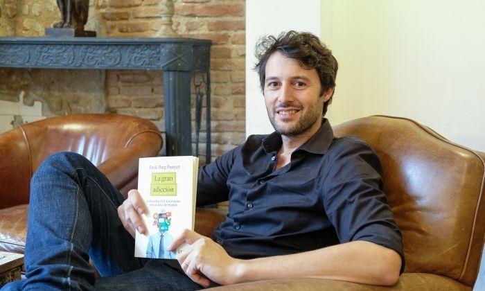 L'autor local, amb el llibre