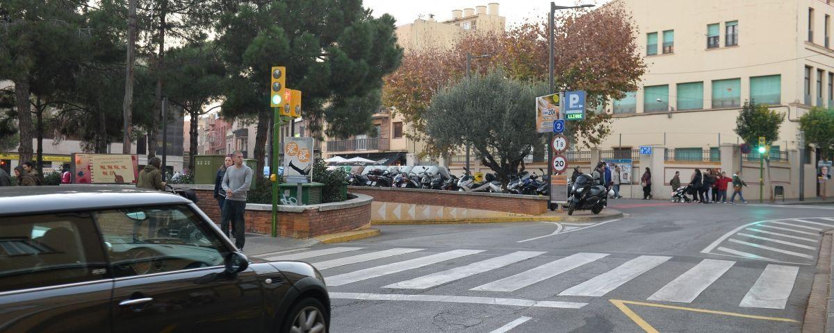 L'entrada a l'aparcament de plaça de les Tereses