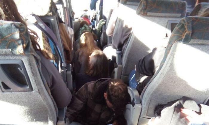 L'autobús, saturat en un viatge a finals de l'any passat. Foto: Arran