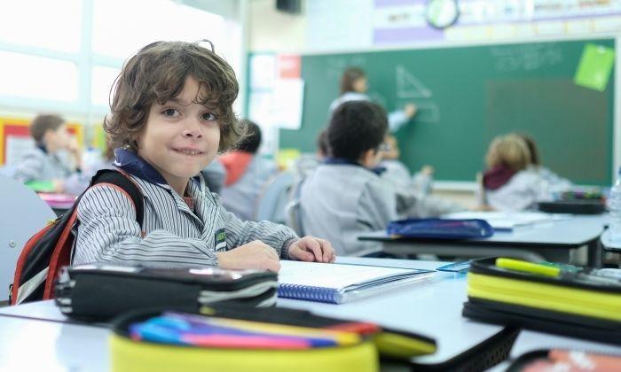 L'Albert Otero, a classe amb els companys a l'escola Santa Anna. Foto: R. Gallofré