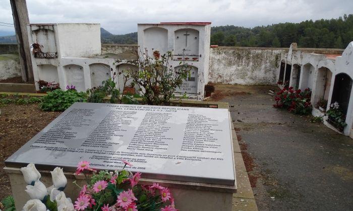 Fossa comuna al poble dels Guiamets, on hi ha enterrat un dels combatents mataronins. Foto: V. B.