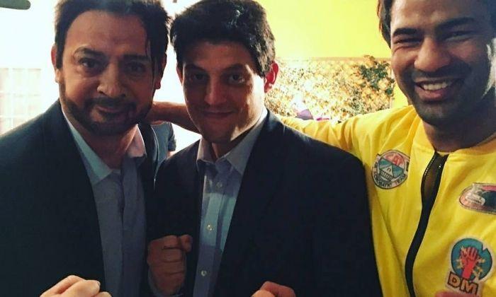Chacón, a la dreta, amb els altres actors.