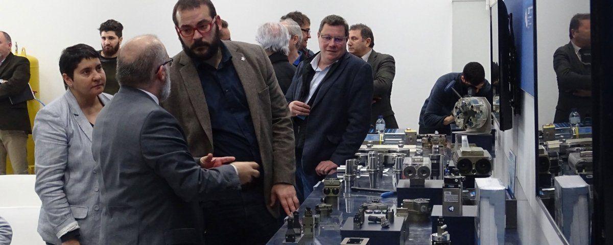 L'alcalde i la presidenta del TecnoCampus, visitant les dues empreses. Foto: TecnoCampus