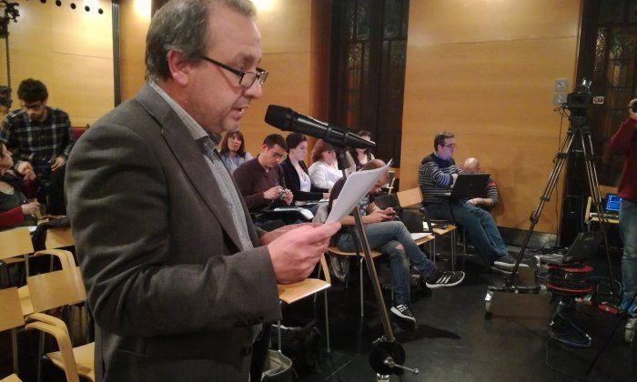 Carles Estapé, del Pacte Local pel Dret a Decidir, intervenint al Ple. Foto: V. B.