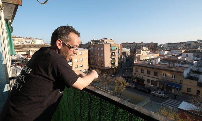L'Aitor, al pis que té ocupat a la plaça de Gatassa