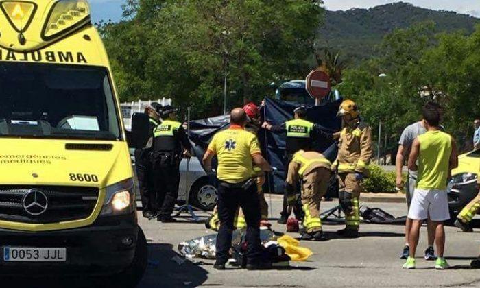 Ambulància i equip mèdic al lloc de l'accident. Foto: J. G. / Cerdanyola Directo