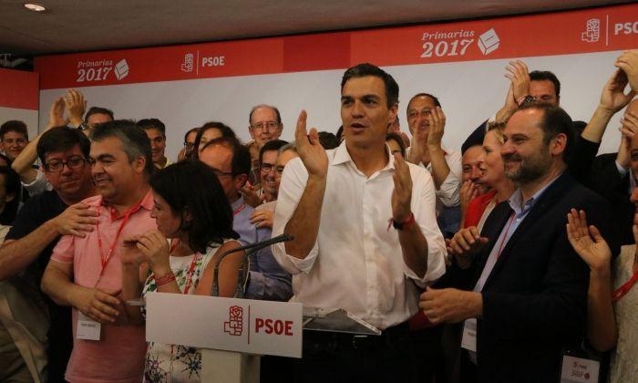 Pedro Sánchez, celebrant la victòria. Foto: ACN