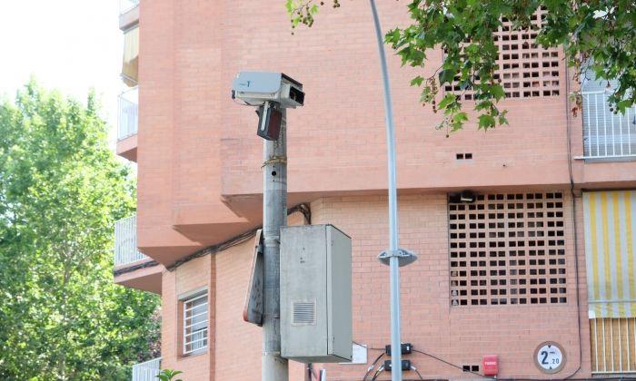 Càmera per captar infraccions a la Ronda del Cros de Mataró. Foto: R. Gallofré