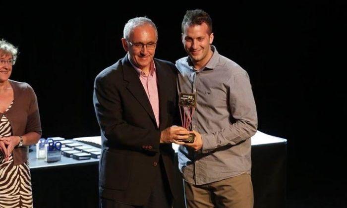 Alberto Peña recollint el premi a millor entrenador.