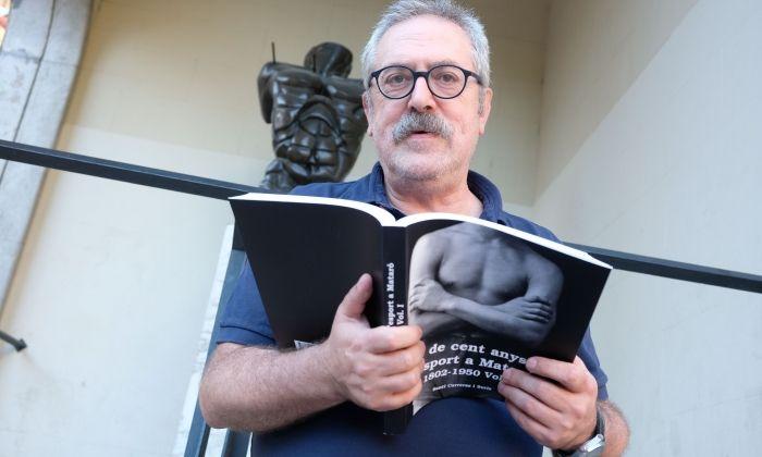 Santi Carreras amb el nou llibre.