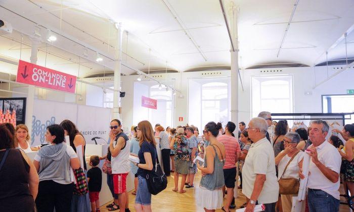 Interior de la botiga en el seu primer dia d'obertura. Foto: R.Gallofré