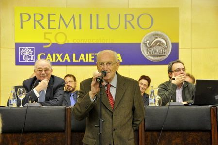 Joaquim Llovet, recollint el Premi Iluro