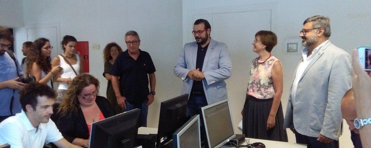 La visita de l'alcalde i el primer tinent a la redacció.