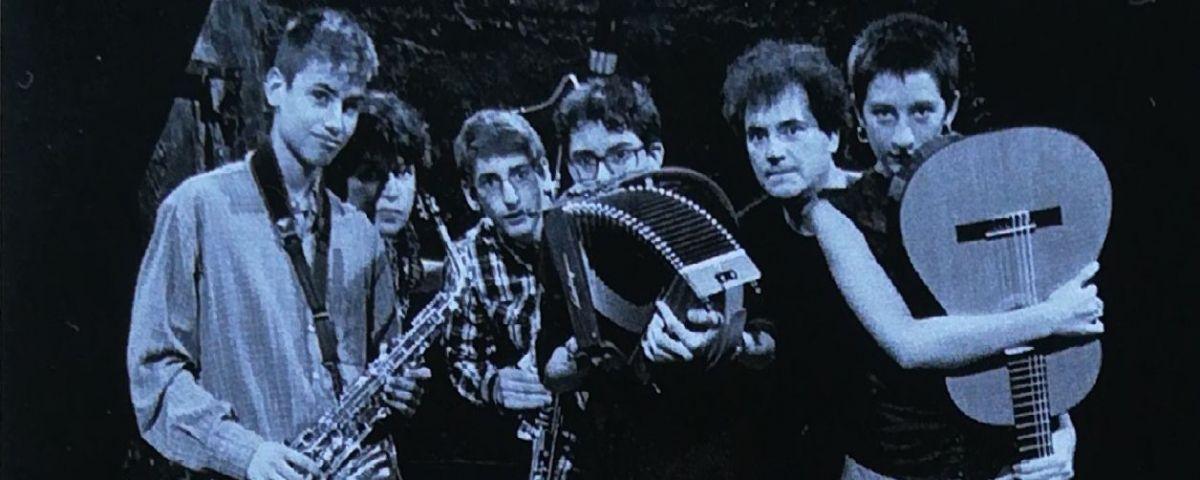 El grup de joves músics que interpreta l'obra