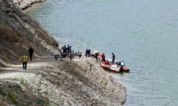 els equips demergencies en un embarcador del panta de susqueda