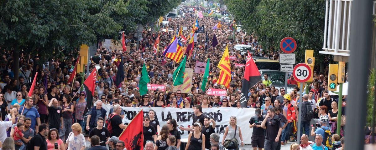 La massiva manifestació durant la vaga del 3 d'octubre de 2017. Fotos: R. Gallofré