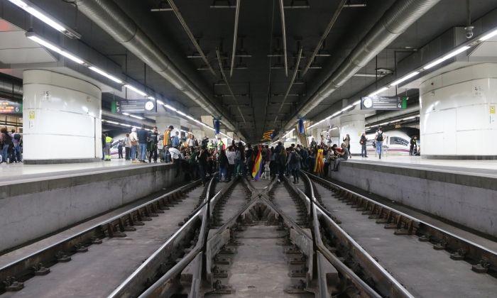 Talls a Sants, que han afectat les línes d'AVE (a la foto) com a Rodalies. Foto: ACN