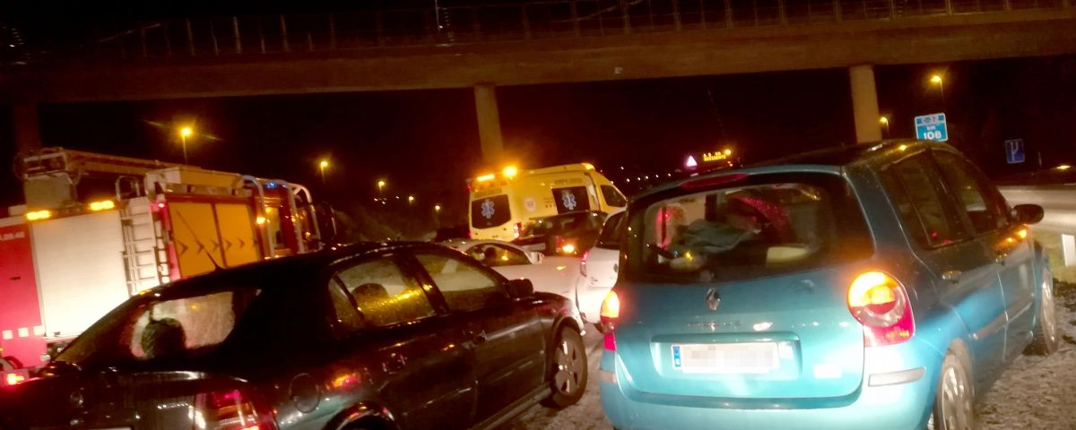 Vehicles aturats en l'accident. Foto: F. P.