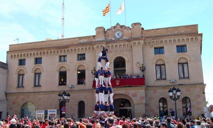 El consistori de Vilassar de Dalt, durant una actuació castellera. Foto: Ajuntament de Vilassar de Dalt