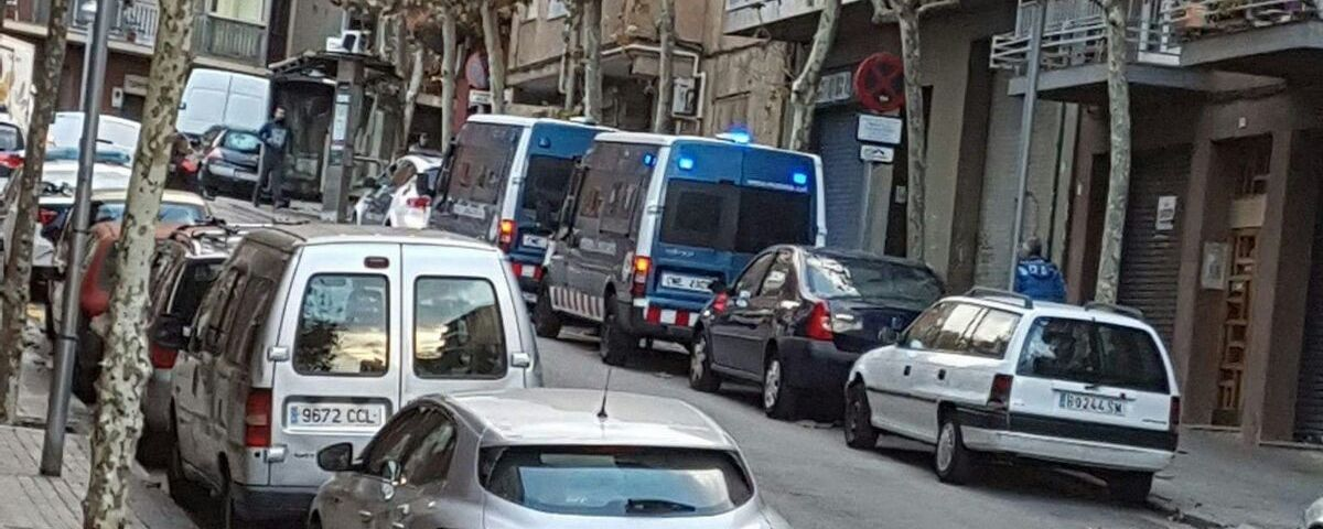 Mossos al carrer València aquest dimecres. Foto: Cerdanyola Directo