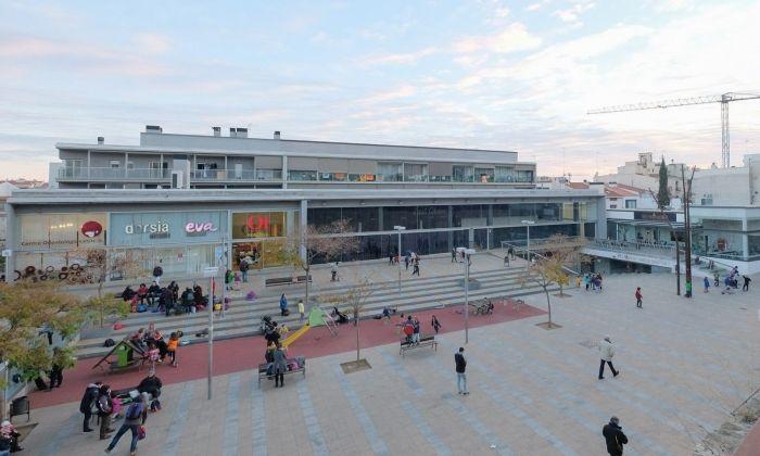 L'edifici principal de la plaça de Can Xammar on es pretenia traslladar la biblioteca. Foto: R.Gallofré