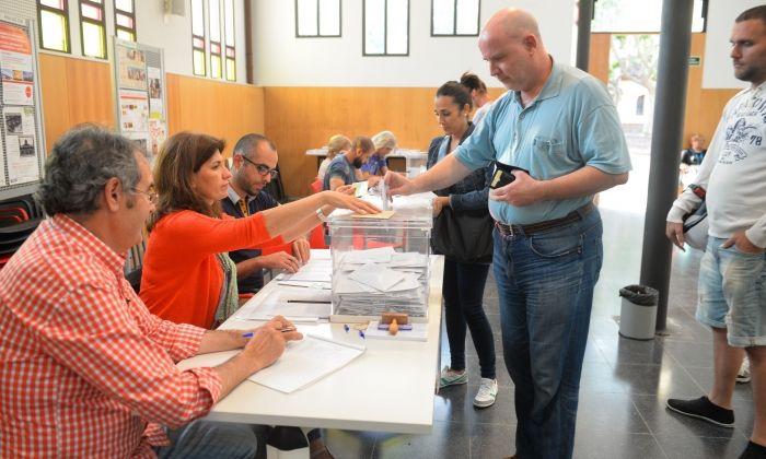 Votacions l'any 2015. Fotos: R. Gallofré