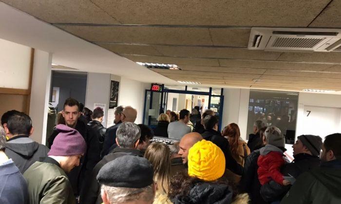 Cues a primera hora a l'IES Miquel Biada, col·legi electoral