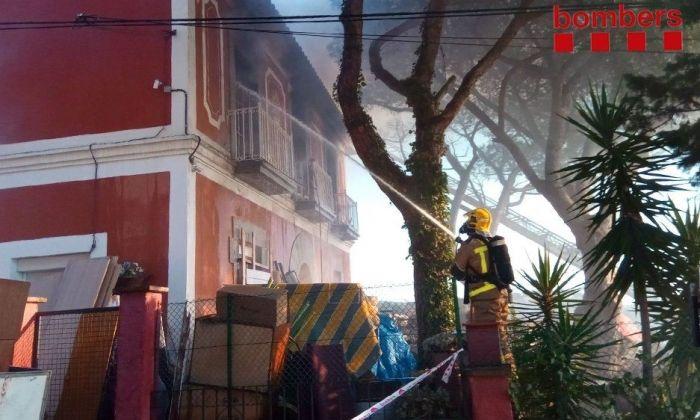 Extinció de l'incendi. Foto: Bombers