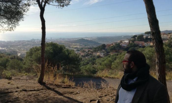 L'alcalde de Mataró, al Parc Forestal amb Mataró de fons