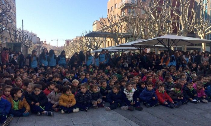 Alumnes de l'Escola Pia, a la plaça de Santa Anna. Foto: Ajuntament de Mataró