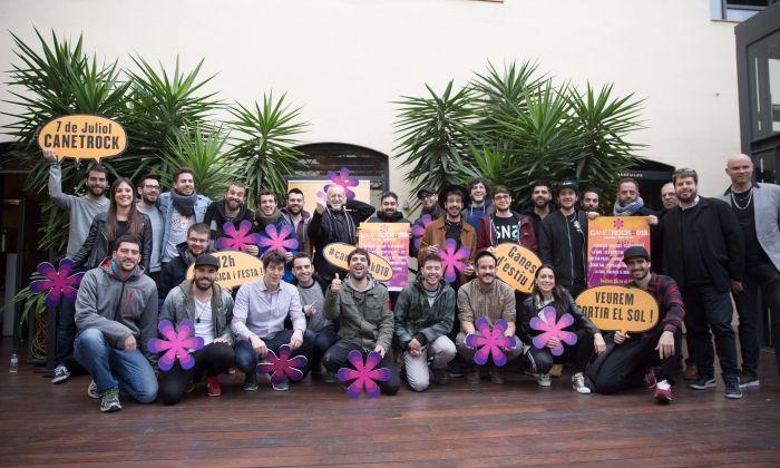 Foto de família dels artistes participants