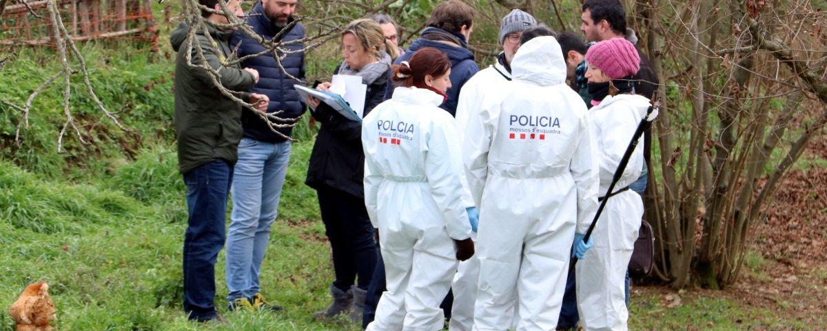La policia científica en un dels terrenys que han estat registrant vinculats al detingut pel doble crim de Susqueda