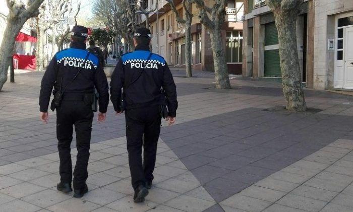 Dos agents de la Policia de Premià de Mar. Foto: Ajuntament