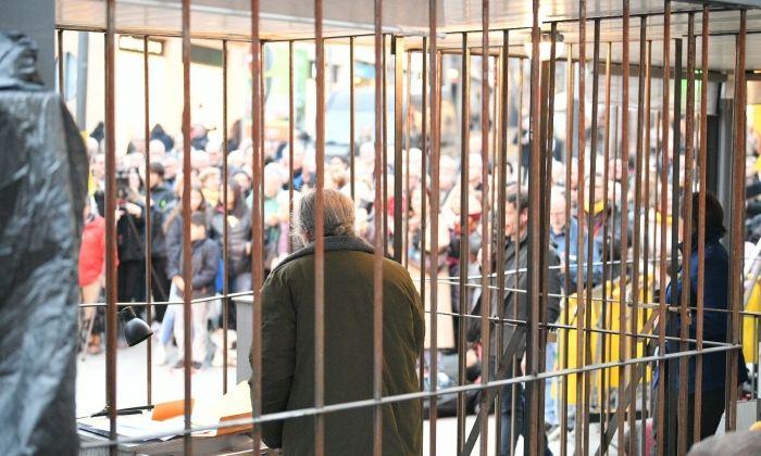 La cel·la instalada a la plaça de Santa Anna. Fotos: R. Gallofré