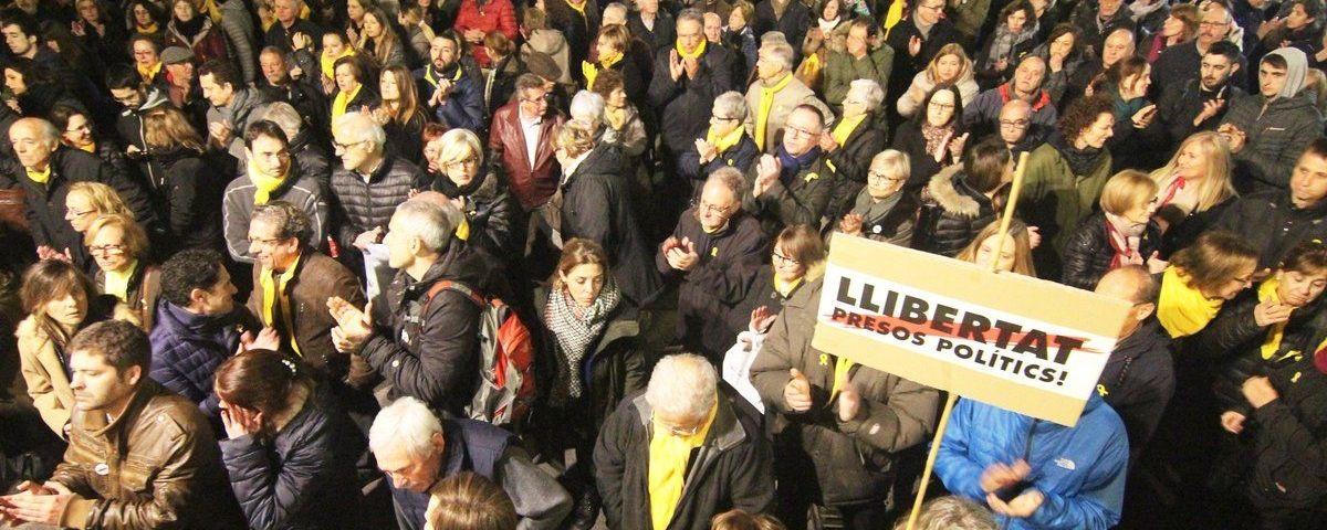 Concentració davant l'Ajuntament. Foto: ANC Mataró