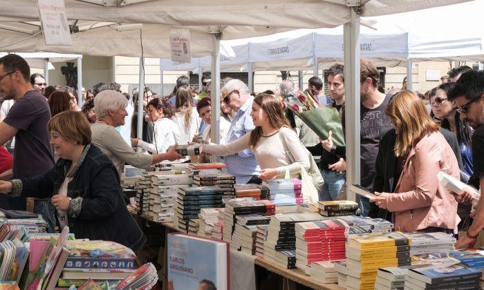 Parada de llibres per Sant Jordi