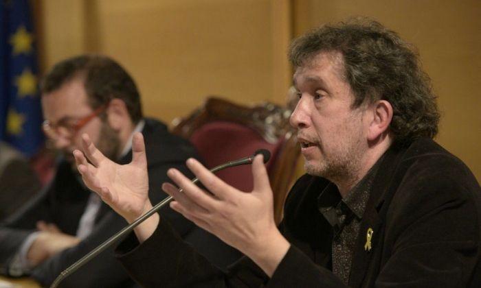 Joan-Lluís Lluís, amb l'alcalde, durant la seva conferència. Foto: Ajuntament