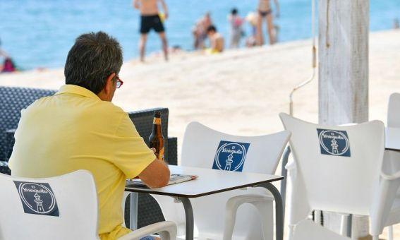Un bar de platja a Mataró. Es proposa eliminar les taxes per aquestes activitats