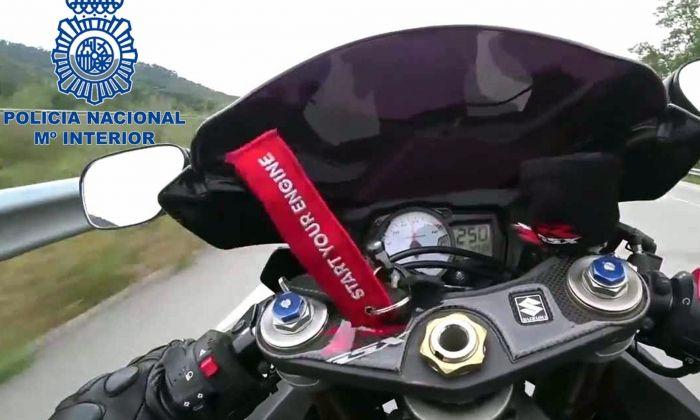 Part davantera de la motocicleta del motorista detingut, a 250 km/h i extreta del seu Instagram