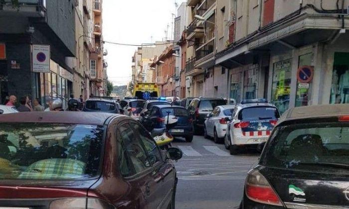 Intervenció de la policia al carrer Jaume I. Foto: Cerdanyola Directo