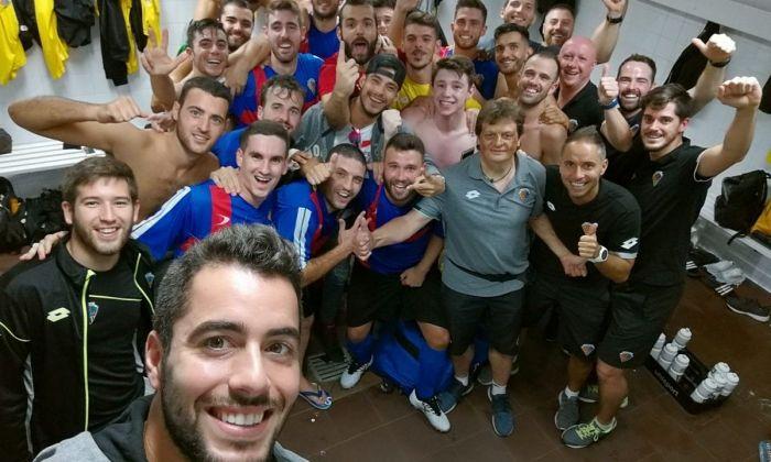 'Selfie' de l'equip després de la primera victòria. Foto: @ce_mataro