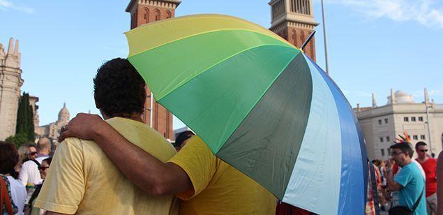 Una parella a la pride parade de Barcelona