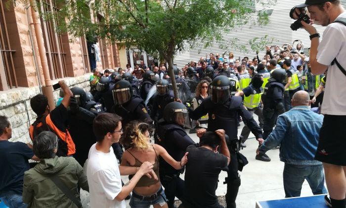 Càrregues policial durant l'1 d'octubre de 2017. Foto: acn